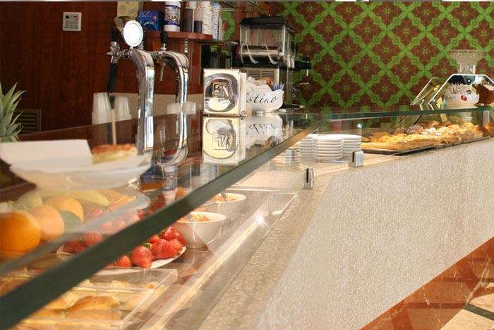 Arredamento locali pubblici bar pasticceria gelateria for Arredamento locali pubblici